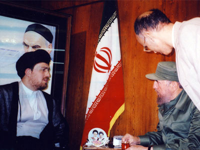 Fidel Castro has paid a visit to Imam Khomeini`s residence in Jamaran