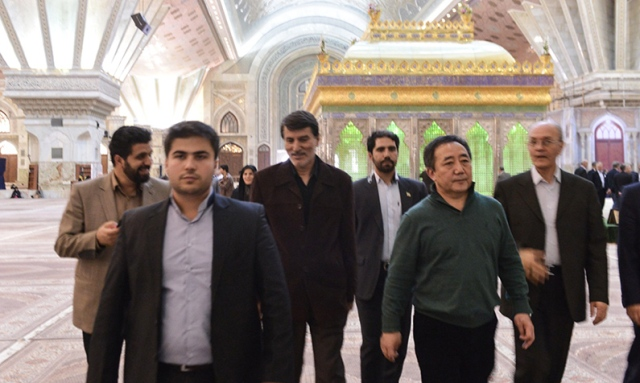 Kazakhstan development minister visits Imam Khomeini holy shrine