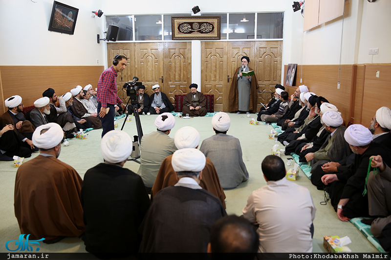 Seminary researchers meet Hassan Khomeini