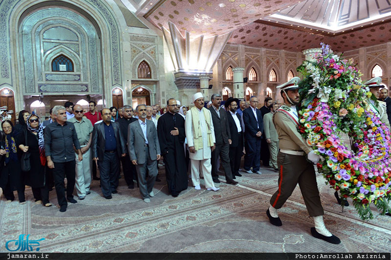 Minorities pay homage to Imam Khomeini