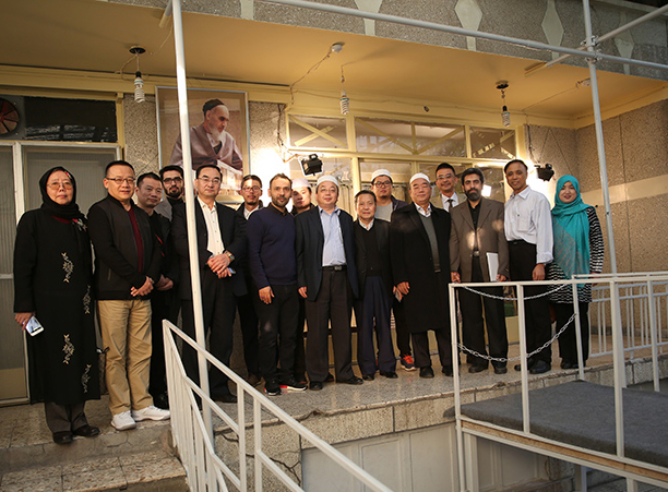 Leaders of Friday congregational prayer from China visit Imam Khomeini's historic residence