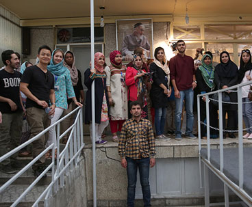 Foreign students visit Imam Khomeini's simply-built residence