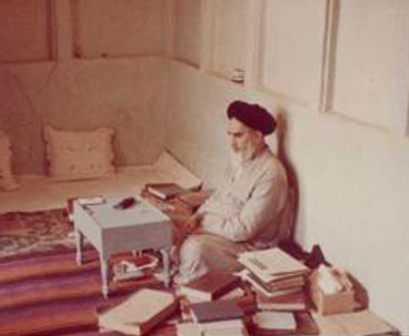Author sheds light on Imam Khomeini political thought