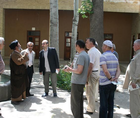 Hundreds of foreigners visit Imam Khomeini's residence