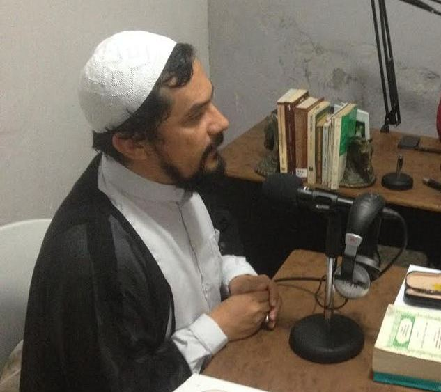El Salvadoran Shia writes book on Muslim figures' letters