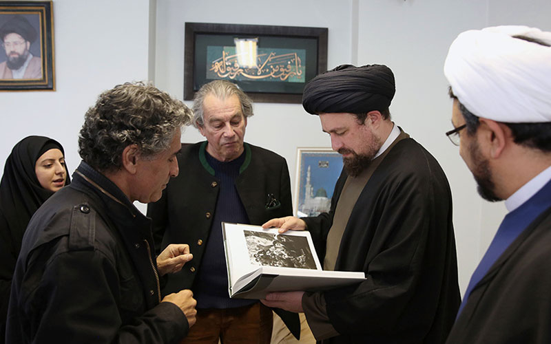 Michel Setboun, a French photographer of great renown who snapped photos of historical moments of the Islamic Revolution and Imam Khomeini, meets Seyyed Hassan Khomeini