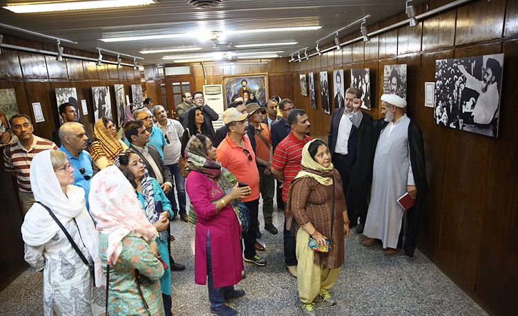 A delegation from an Indian defense college visits Imam Khomeini's historic residence in Jamaran