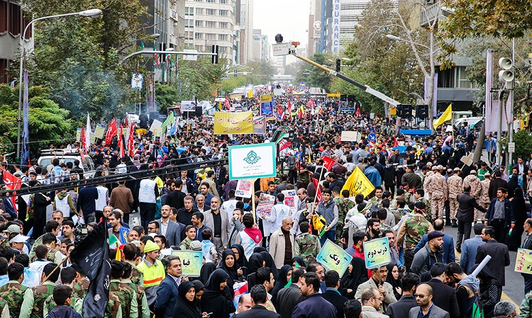 Iranians stage massive rally to mark the day against global arrogance