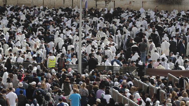 Israeli extrimist settlers storm Aqsa Mosque again