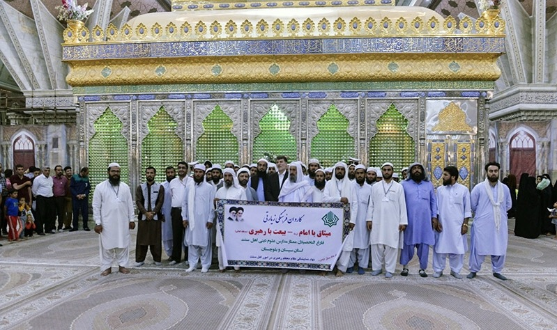 Graduates from Sunni Muslim seminaries pledge allegiance to Imam Khomeini`s ideals