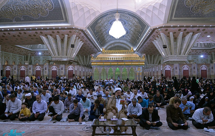 Spiritual ceremony for Arafah supplication at Imam Khomeini's mausoleum