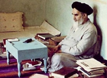 Imam Khomeini attached significance to reading books, acquiring knowledge