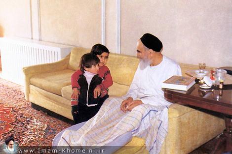 Imam Khomeini along children