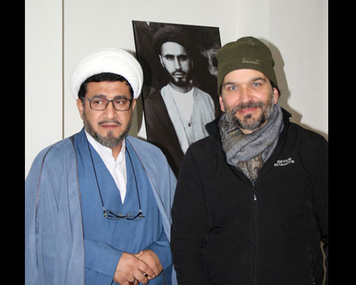 Italian tourist pays a visit to Imam Khomeini`s historic house in Khomein