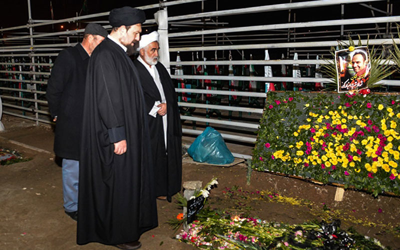 Hassan Khomeini paid tribute to killed firefighter heroes in Behesht-e Zahra cemetery in south of the capital