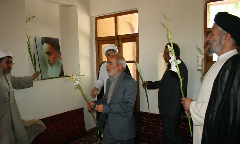 The atmosphere of Imam Khomeini`s historic residence on the eve of his passing anniversary
