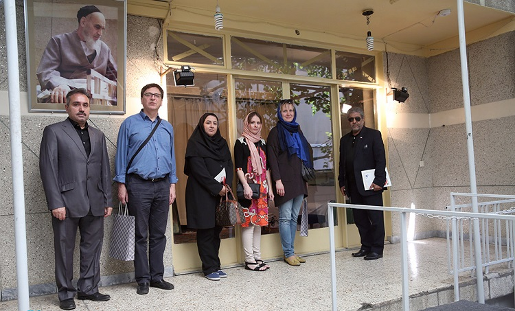 A high-ranking advisor from Russian museum of Saint Petersburg visits Imam Khomeini's historic residence