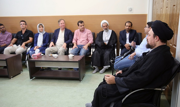 Seyyed Hassan Khomeini meets foreign students and professors attending an academic course on Shia studies