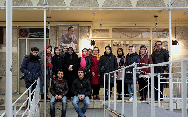 Foreign students visit imam Khomeini`s historic residence in jamaran