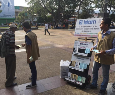 Muslim team distributes books about Islam in Venezuela