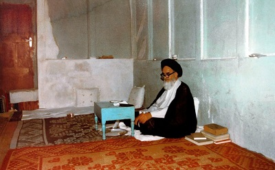 Historical photo shows Imam Khomeini's simple office in Najaf