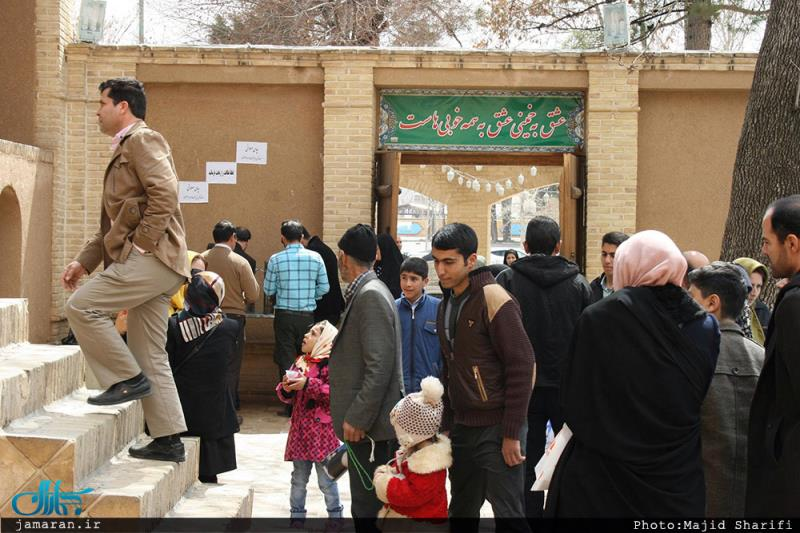 Tourists, pilgrims converge on Imam's residence in Khomein