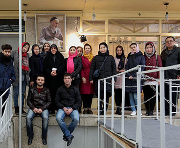 Foreign students visit Imam Khomeini's historic residence