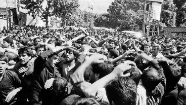 Thousands descend on the mausoleum of Imam Khomeini