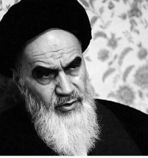 Peace and praise of God be upon the Messenger (s) who rose up alone against the idol-worshippers and the arrogant powers and hoisted the banner of monotheism in favor of the oppressed.