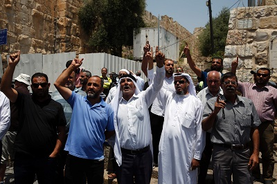 Muslims boycott holy site over metal detectors in Jerusalem al-Quds