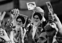 Iranians vow to pursue Imam Khomeini's path, ideals
