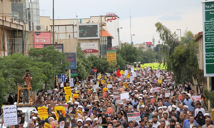 Iranians hold massive rally in Qom to slam US Trump's pullout from the JCPOA