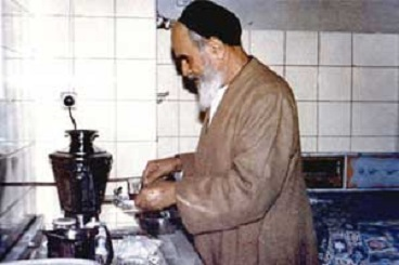 Why Imam Khomeini did even the small things himself?