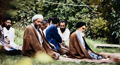 Imam Khomeini stressed need for presence of heart durig prayers