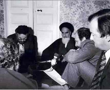 Imam Khomeini used to receive journalists with open arms
