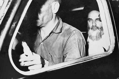 Imam Khomeini Prayers on the way to prison