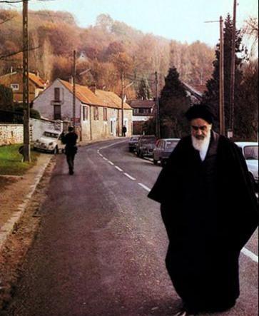 Imam Khomeini in Neauphle-le Chateau
