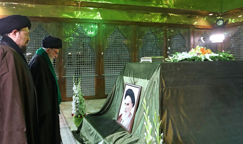 The supreme leader pays homage at Imam Khomeini's holy shrine and visits Behest-e-Zahra cemetery