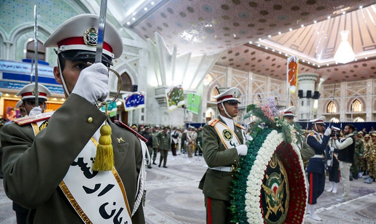 Military officials and personnel pledge allegiance to Imam Khomeini's ideals
