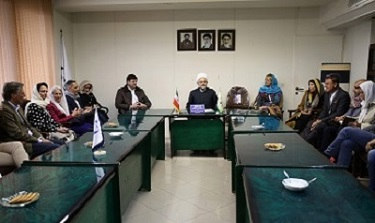 German, Australian tourists briefed about Imam Khomeini's works, ideals
