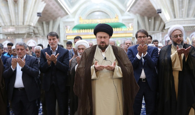 Members of Tehran's Islamic municipal councils pledge allegiance to Imam Khomeini's ideals