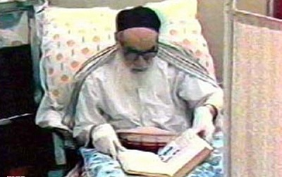 Video shows Imam Khomeini performing final daily prayers, reciting Quran