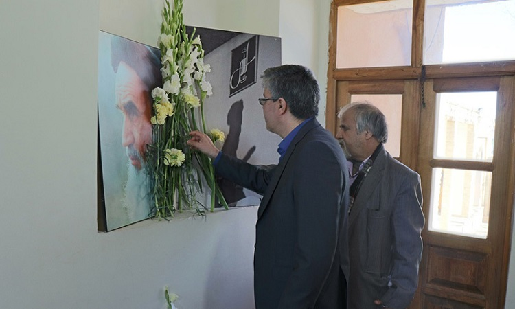Spiritual atmosphere surrounding Imam Khomeini's ancestral residence and his birthplace on 39th anniversary of Islamic Revolution