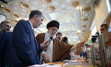 Leader visits Tehran's International Book Exhibition