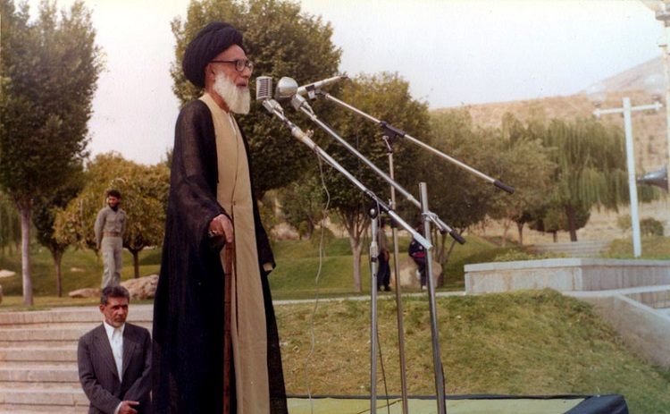 Ayatollah martyr Dastghaib in picture
