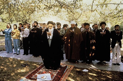 Rare video shows Imam Khomeini performing evening prayers in the 1980`s.