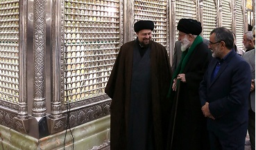 Leader visits Imam Khomeini's shrine to pay tribute