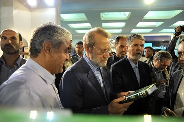Iranian parliament speaker, ministers of culture visit book stall displaying Imam Khomeini`s books