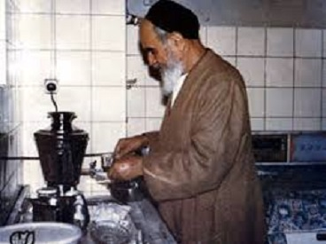 Imam Khomeini, a true man of God, lived simple and modest lifestyle