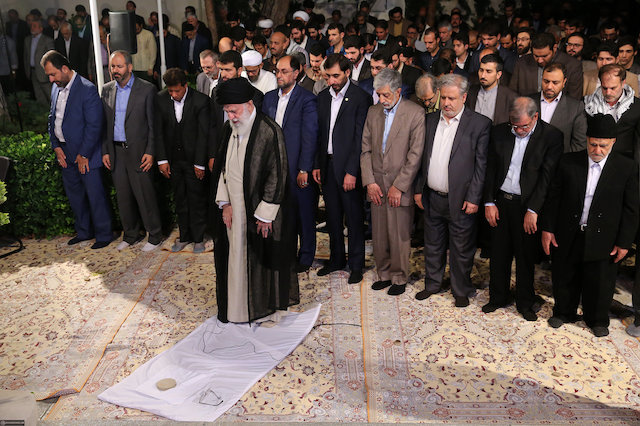 Ten recommendations by Ayatollah Khamenei on the rituals of daily prayers